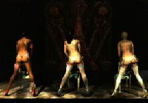 Три красотки исполняют танец