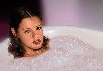 Знакомство с красоткой в ванной