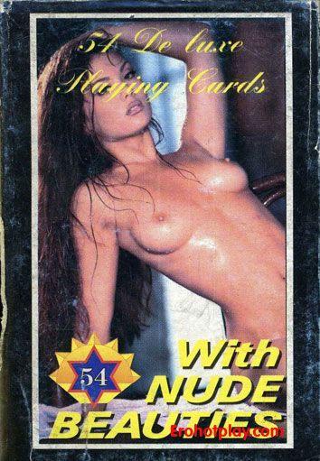 Эротические игральные карты с грудастыми малышками